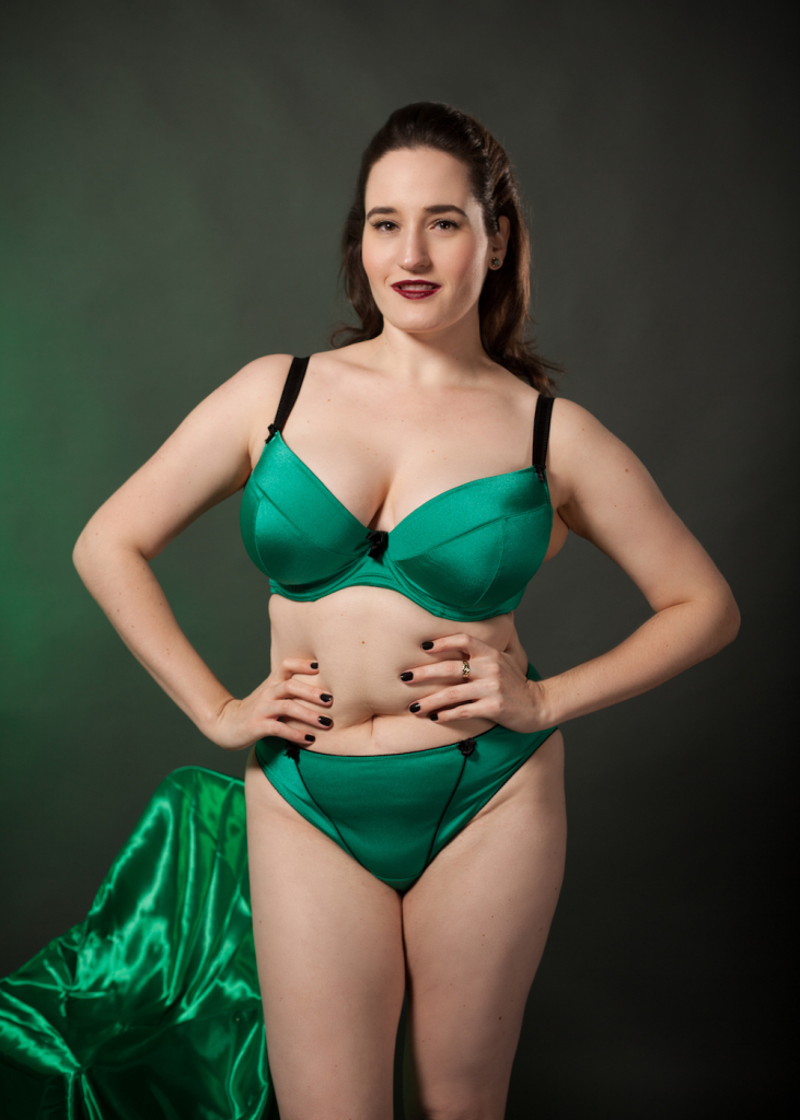 Review: Wellfitting Liftsational Extra Deep Plunge Bra and Brief in Jade